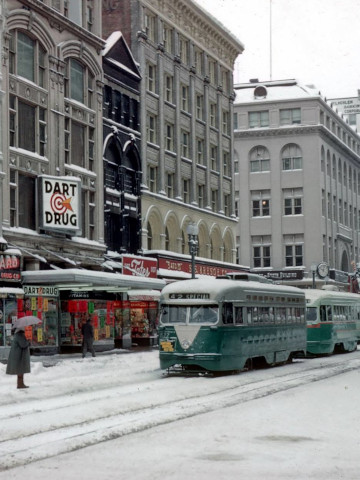 Students leave streetcar on a field trip